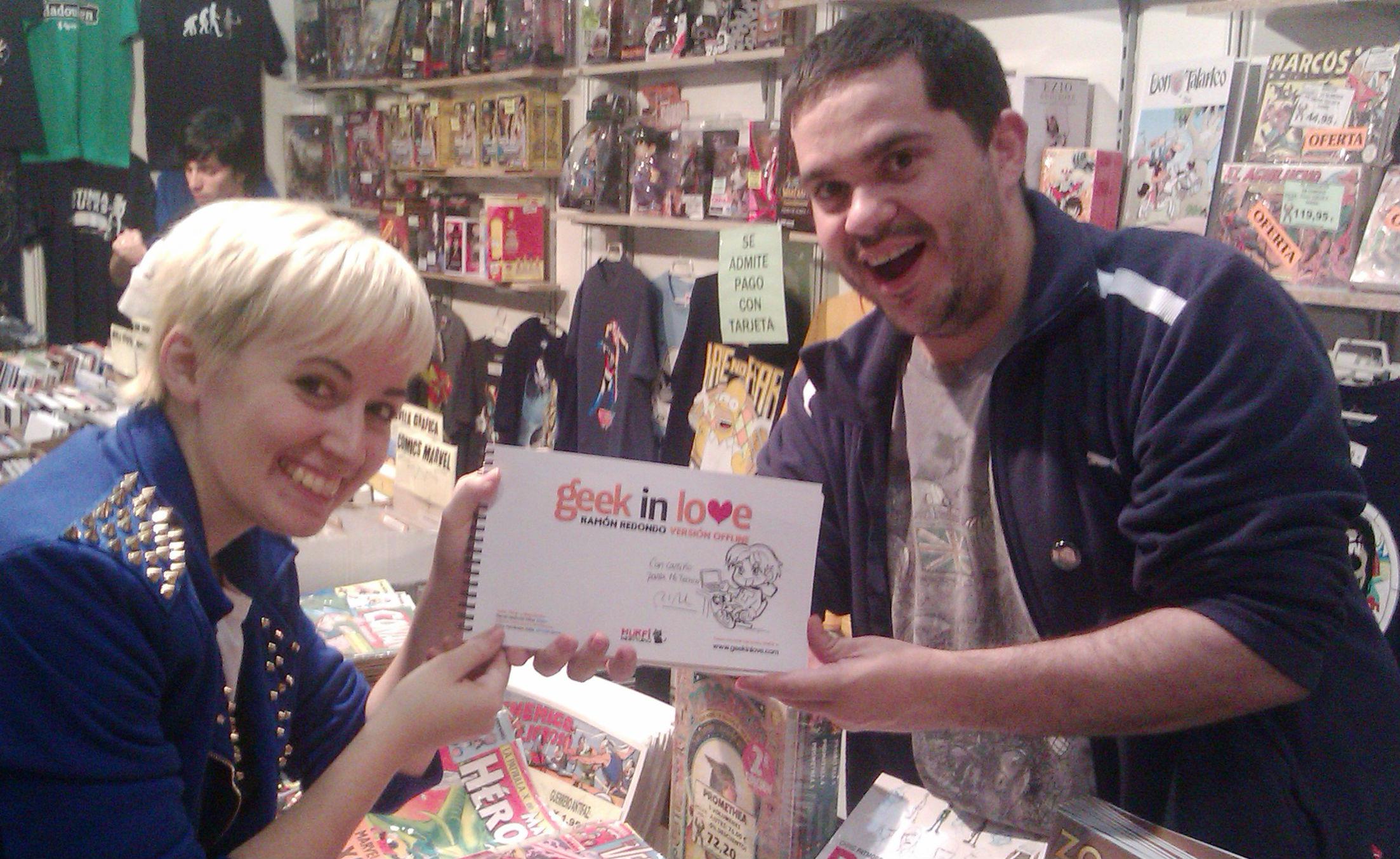 Comprando GeekinLove en el Salon del Comic de Zaragoza